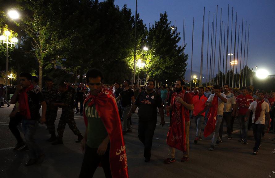 درگیری خیابانی هواداران استقلال و تراکتور