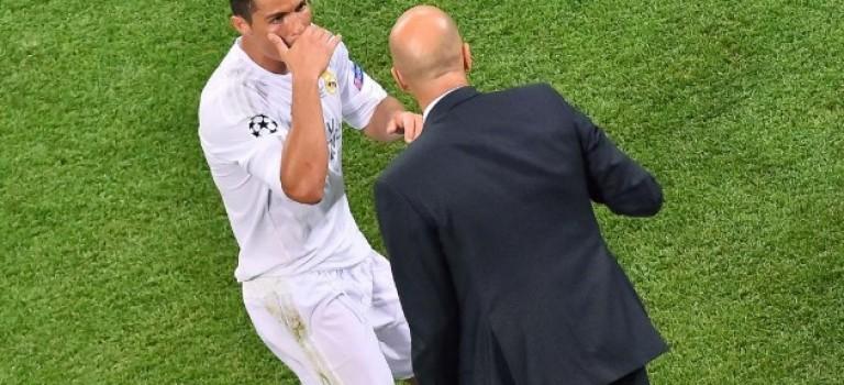 رونالدو : توپ طلا حق من است