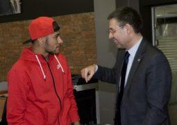 نیمار با بارسلونا قرارداد امضا کرد