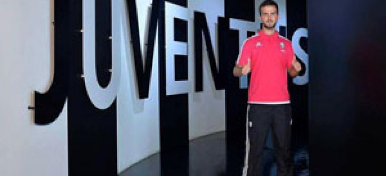 پیانیچ آماده بازی با پیراهن یوونتوس